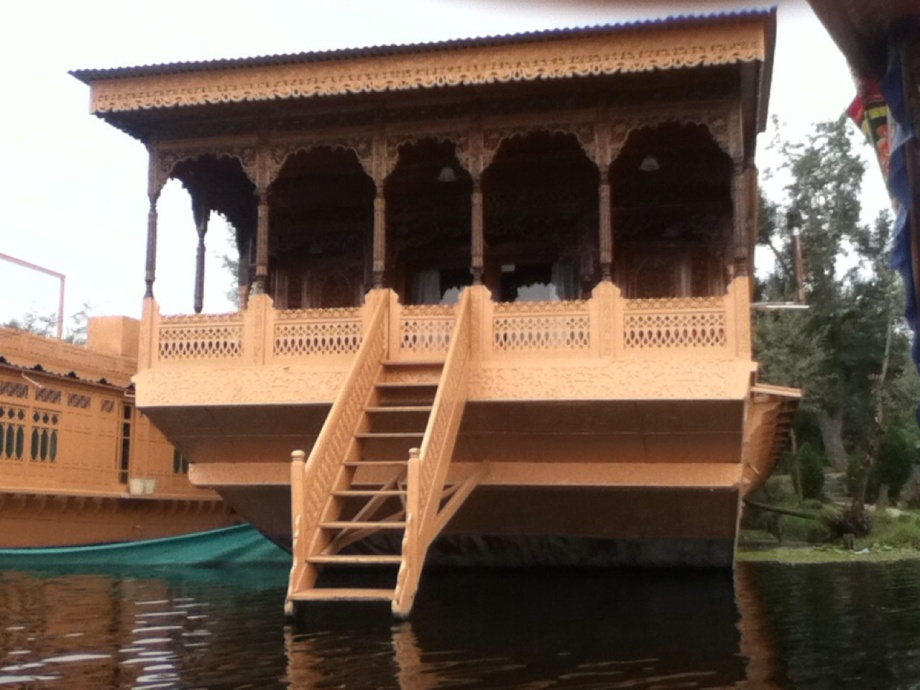 gurkha-house-boat best place to visit in kashmir